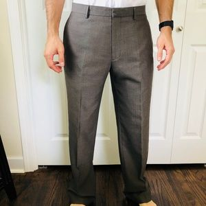 Modern Fit Grey Herringbone Dress Pants 32/32